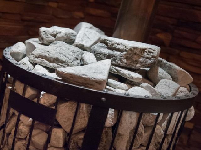 Укладка камней на печь в бане